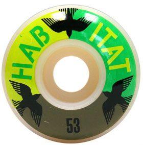 Habitat 53mm Avian Eclipse Tekerlek Seti yanında sticker paketi hediye. Habitat Tekerlek Özellikleri: Habitat tekerlekleri en üst düzey urethane birleşiminden üretilir. Habitat tekerleklerin ömrü normal tekerleklerden çok daha uzundur. Ayrıca kendine özel sertlik derecesi sayesinde hem parkta hem sokakta mükemmel bir his ve performans ile kaymanıza destek olur. Bir sette 4 adet tekerlek bulunur Habitat nedir? Habitat,isminden de anlayabileceğimiz üzere doğaya karşı büyük saygı ve sevgi besleyendünya devi bir kaykay markasıdır. Üretiminin tümü geri dönüştürülebilir malzemelerden meydana gelmektedir. Doğal yaşamı koruma vakfı gibi bir çok kuruluşun destekçisidir. Kaykaycılar tarafından kurulmuştur ve kaykaycılara hizmet etmektedir.