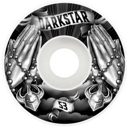 Darkstar 53 mm Salvation Black White Tekerlek Seti yanında sticker paketi hediye. Darkstar tekerlekler yüksek kalite urethane bileşiminden üretilmiştir. 1 paketin içerisinde 4 adet tekerlek vardır. fiyat 4 adet tekerlek için geçerlidir. 1 adet sipariş verdiğinizde 4 tekerlekten oluşan seti satın almış olursunuz. Sertlik: 99 A Darkstar Tarihi: Darkstar profesyonel kaykaycı Chet Thomas tarafından 1997 yılında kurulmuştur.Kurulduğu günden bu yana duruşunu bozmadan çok geniş bir kitleye hitap etmektedir. Bunun en büyük sebebi ürettiği tahta ve tekerlekler en üst kalite olmasından kaynaklanır. Aynı zamanda Darkstar kaykay dünyasının en elit takımlarından birisine sahiptir.