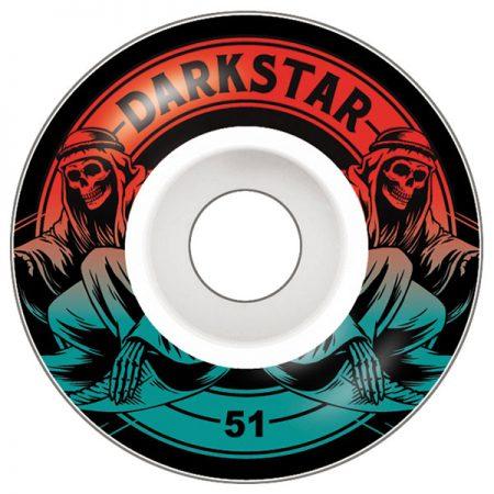 Darkstar 51 mm Magic Red Fade Tekerlek Seti yanında sticker paketi hediye. Darkstar tekerlekler yüksek kalite urethane bileşiminden üretilmiştir. 1 paketin içerisinde 4 adet tekerlek vardır. fiyat 4 adet tekerlek için geçerlidir. 1 adet sipariş verdiğinizde 4 tekerlekten oluşan seti satın almış olursunuz. Sertlik: 99 A Darkstar Tarihi: Darkstar profesyonel kaykaycı Chet Thomas tarafından 1997 yılında kurulmuştur.Kurulduğu günden bu yana duruşunu bozmadan çok geniş bir kitleye hitap etmektedir. Bunun en büyük sebebi ürettiği tahta ve tekerlekler en üst kalite olmasından kaynaklanır. Aynı zamanda Darkstar kaykay dünyasının en elit takımlarından birisine sahiptir.
